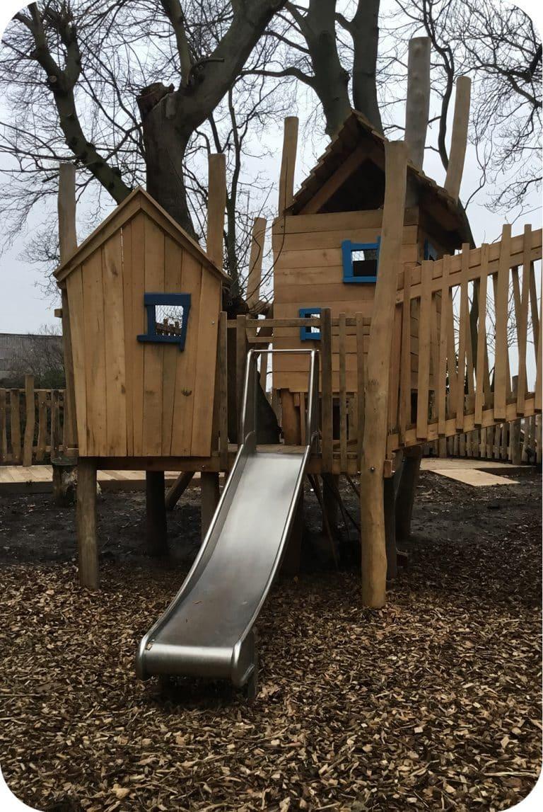 Speelhuisje bouwen met schuifaf in openbaar