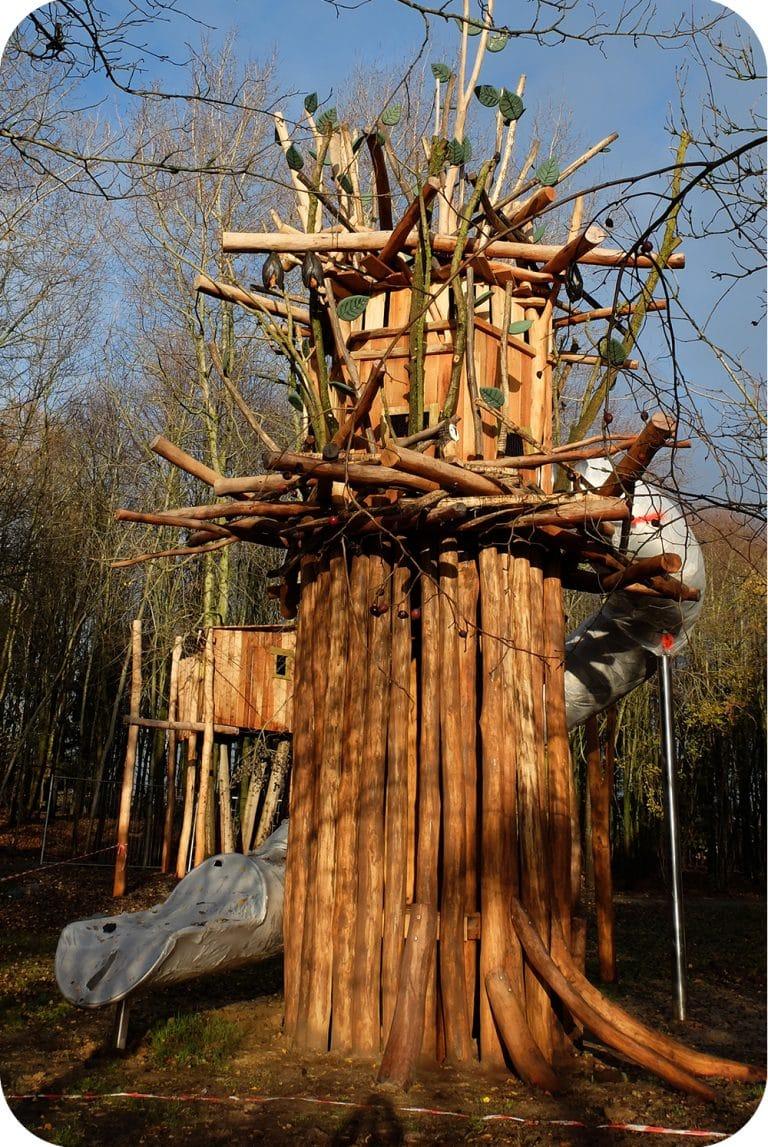 Speeltuin - hoge toren met schuifaf