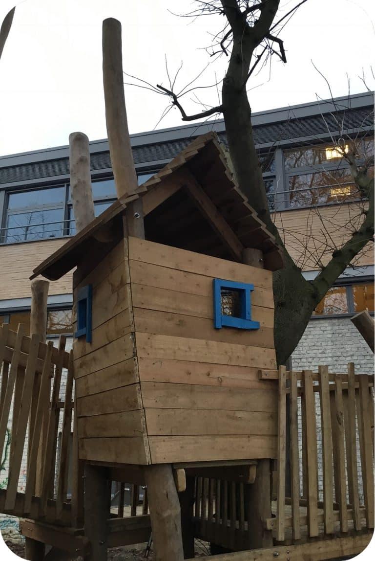 Speelhuisje in accacia hout laten bouwen