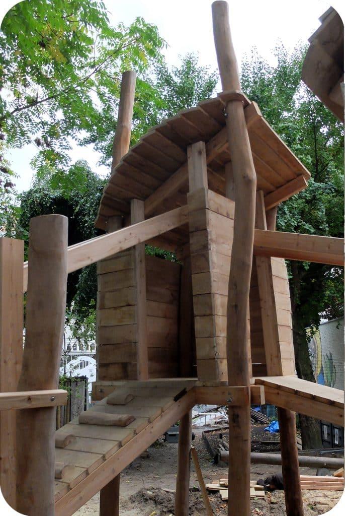 Speelhuisje accacia in opbouw voor kinderen