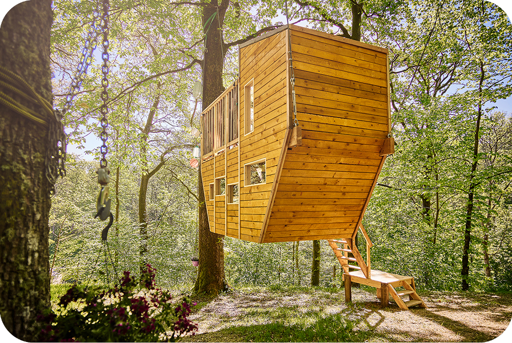 Zwevende boomhut, boomboot, suspended treehouse