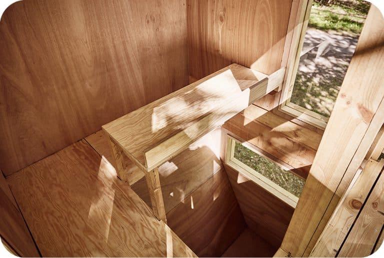 Boomhut interieur bureau tafeltje multiplex