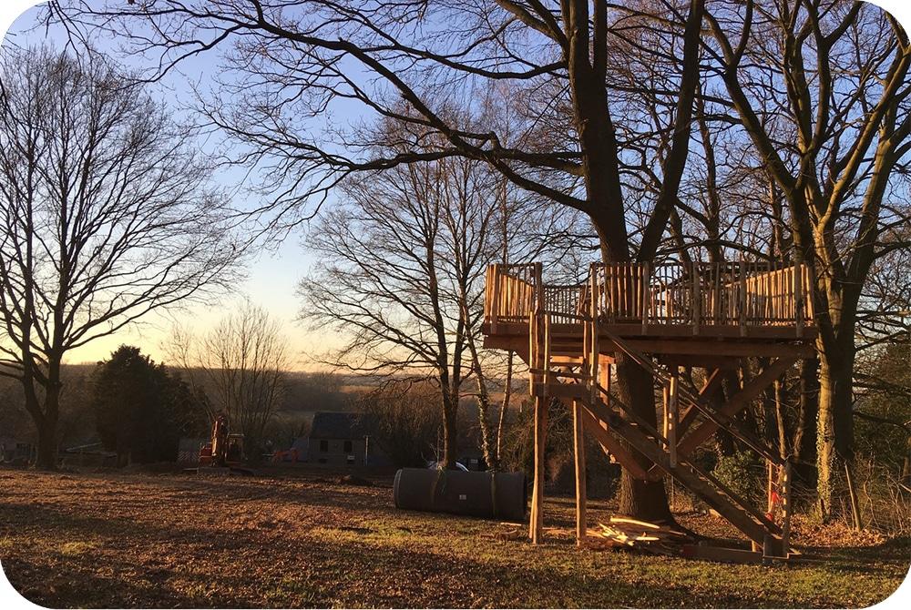uitkijkplatform terras boomhut kastanje trap
