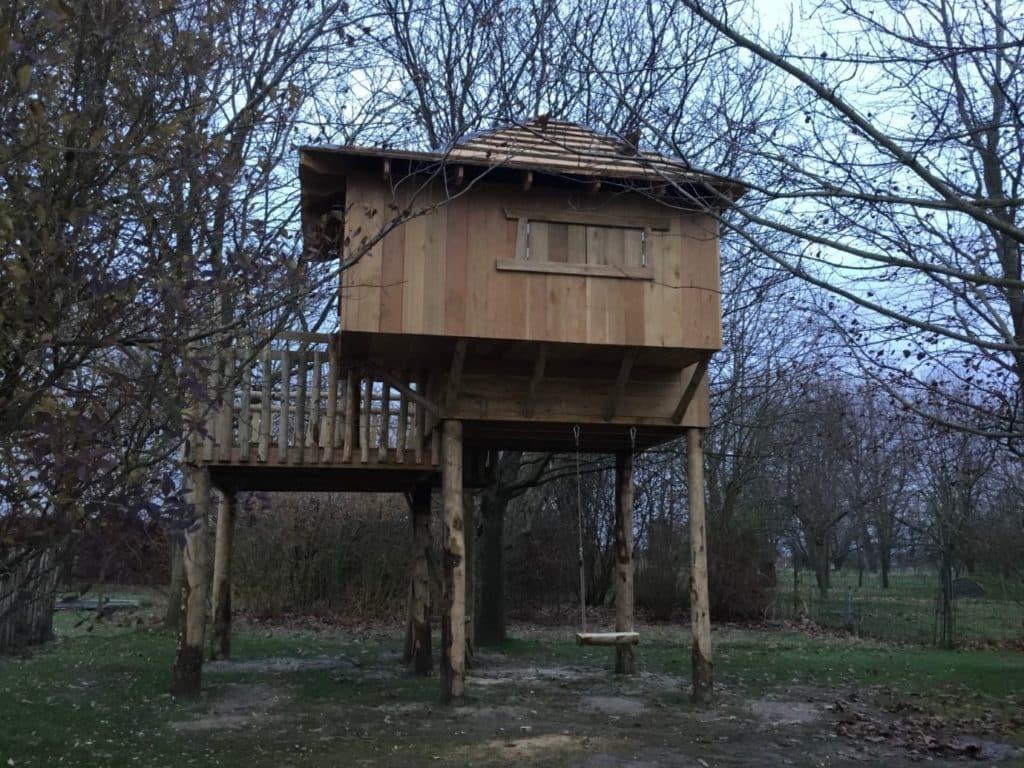 Paalhut speelhuisje in de tuin, boomhut Eppegem