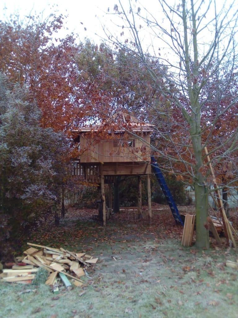 Boomhut op palen bouwen
