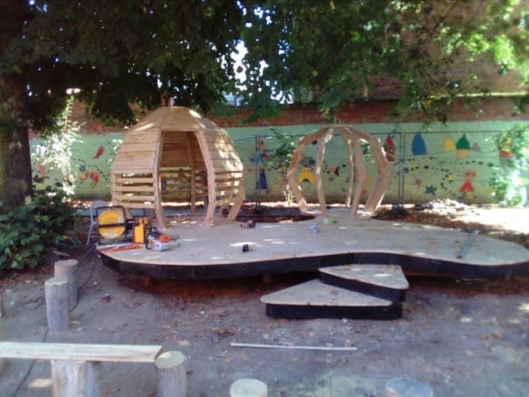 Speelplaats school houten speeltuin Leuven