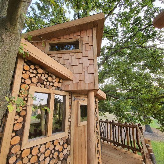Tuinhutje afgewerkt in hout